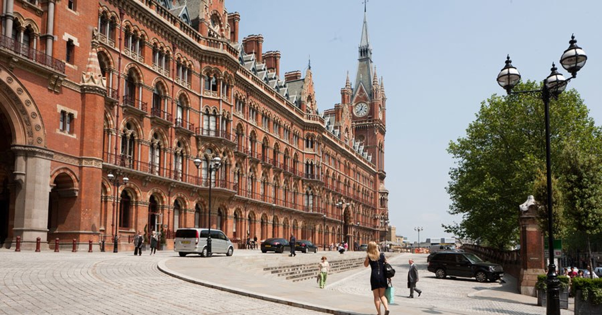 the st pancras international clock tower in england