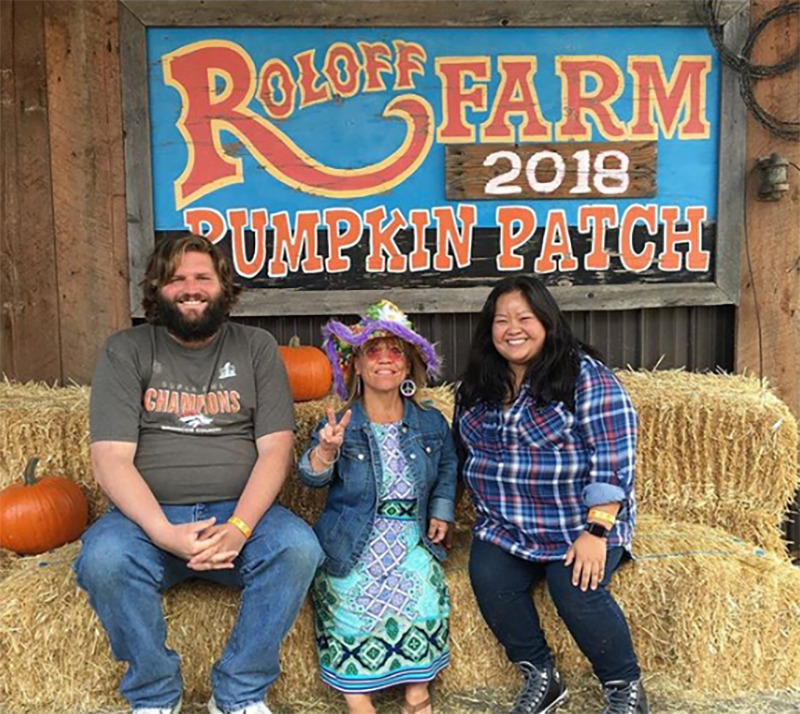 Amy Roloff poses with a visiting couple at her pumpkin patch