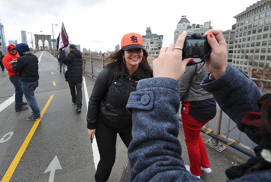 brooklyn bridge walk in new york city