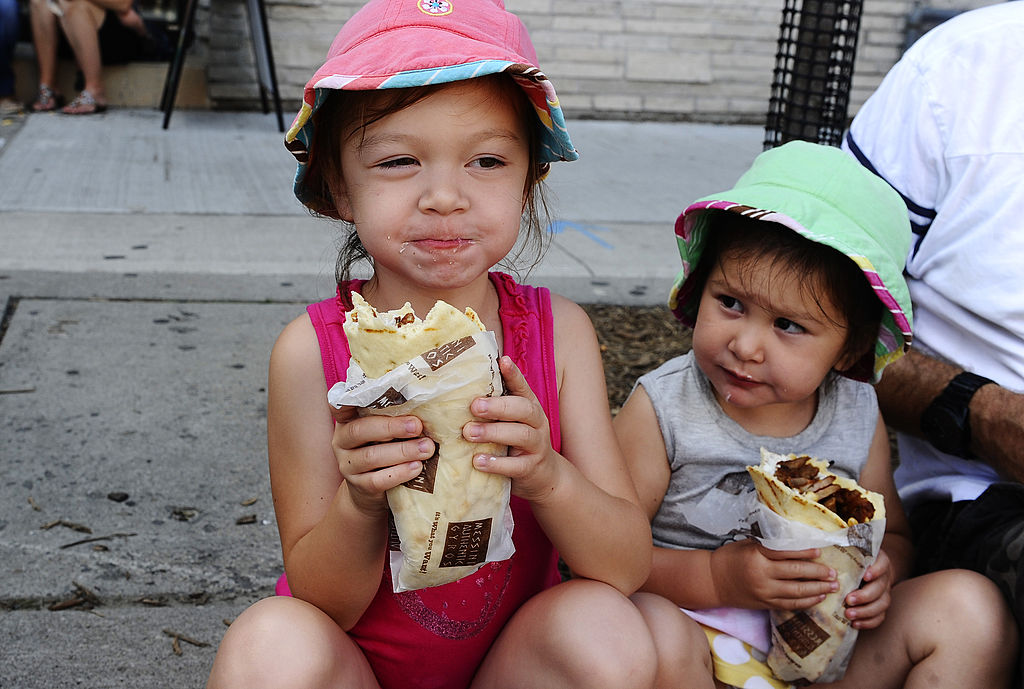 children eating gyros