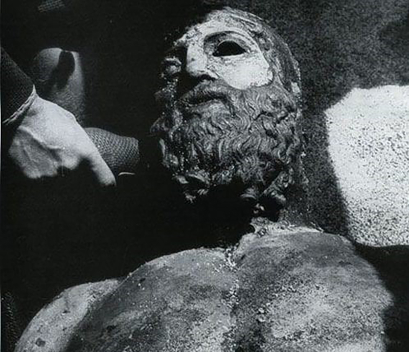 One of the statues found by Stefano is photographed.