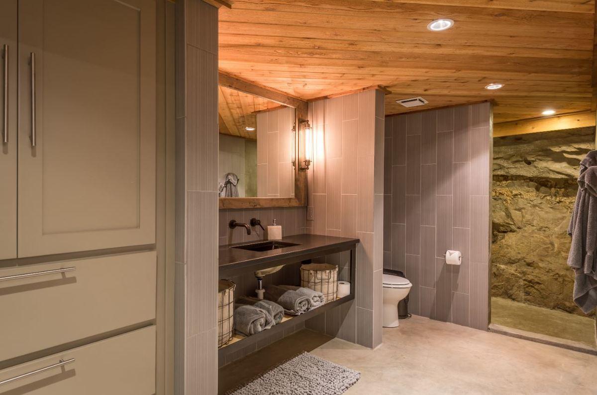 beckham-cave-bathroom