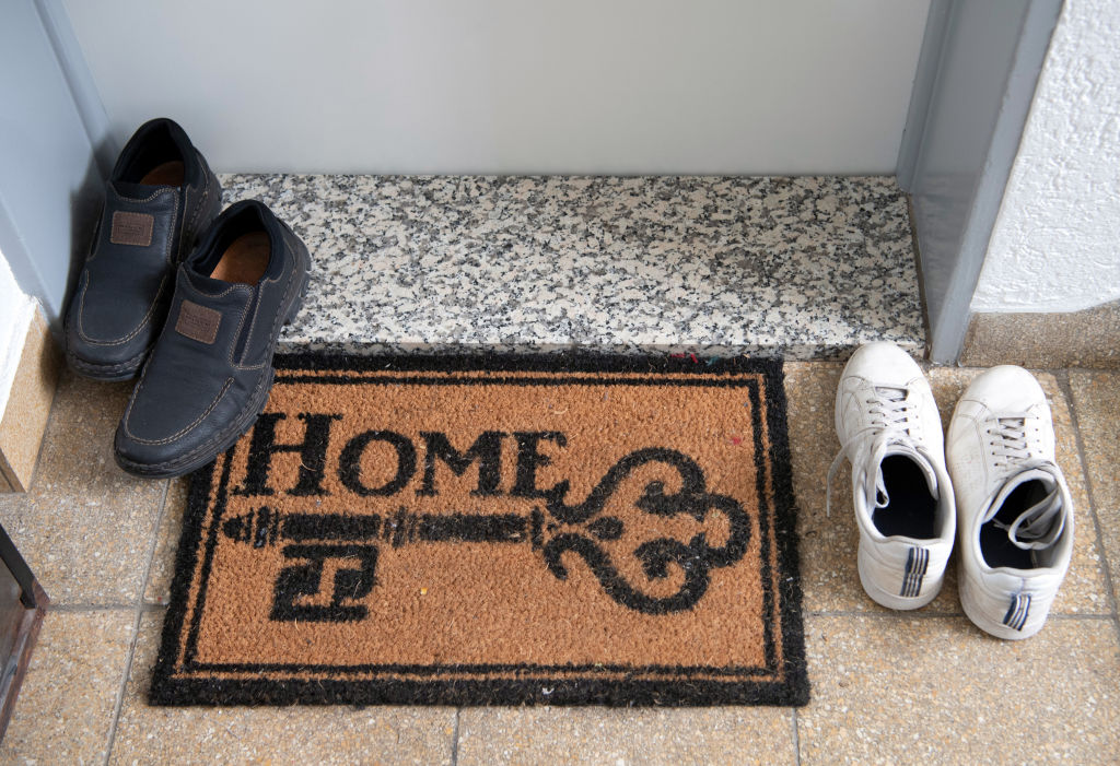 A welcome mat reads