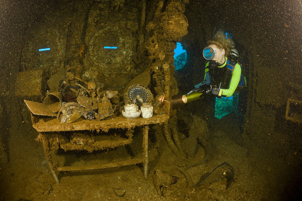 Diver finds Tableware and Artifacts on Brigde of USS Saratoga