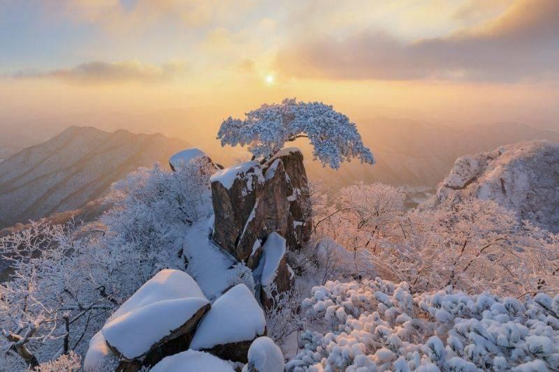 the sun rising over Daedunsan