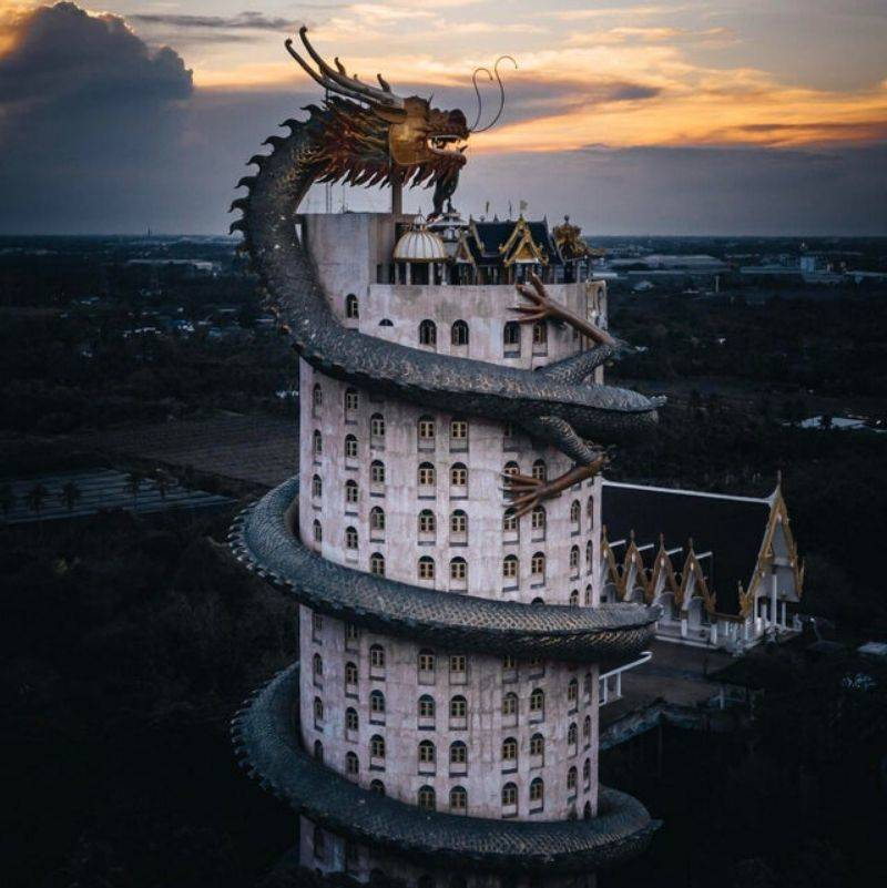 a temple with a dragon on it