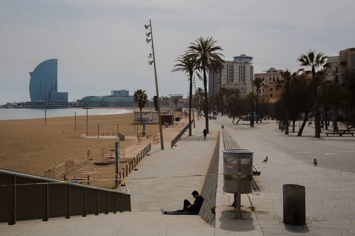 Barcelona beach deserted