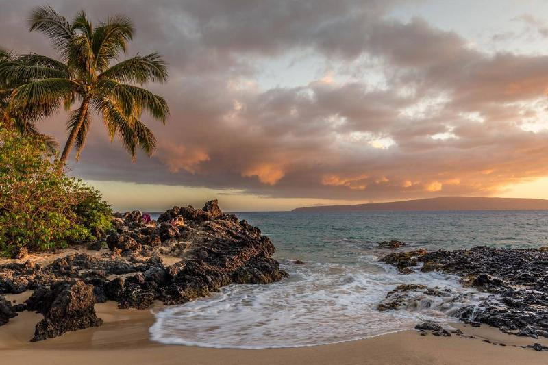 a view of the beach in Kihei, Hawaii