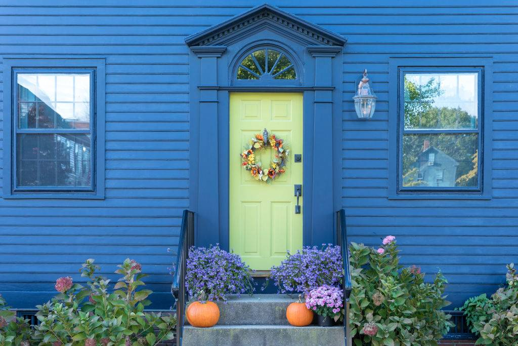 a close-up of a blue traditional style house in Newport, Rhode Island