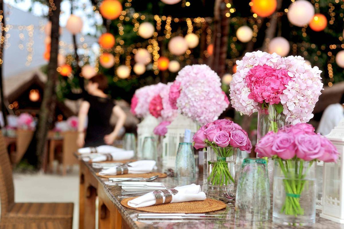 table-with-plates-and-flowers-filed-neatly-selective-focus
