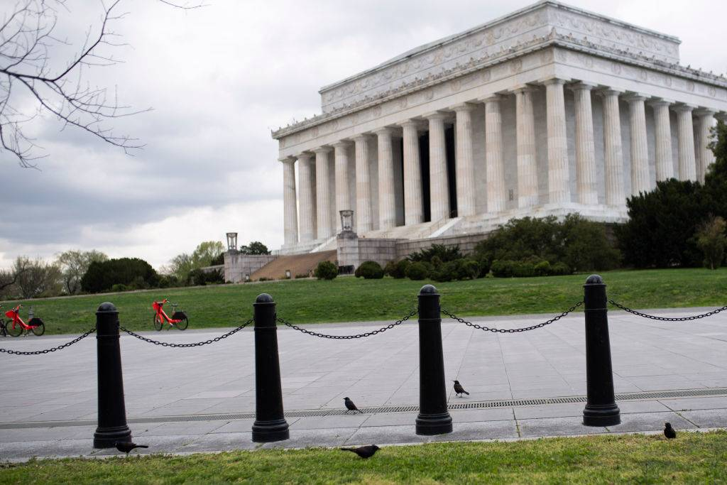 no one in front of the lincoln memorial in washington dc