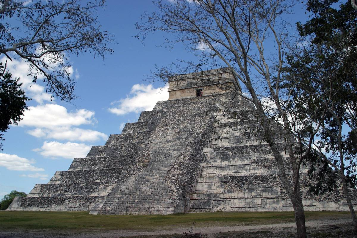 photo of pyramid at chichen itza