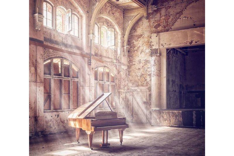 abandoned piano in germany