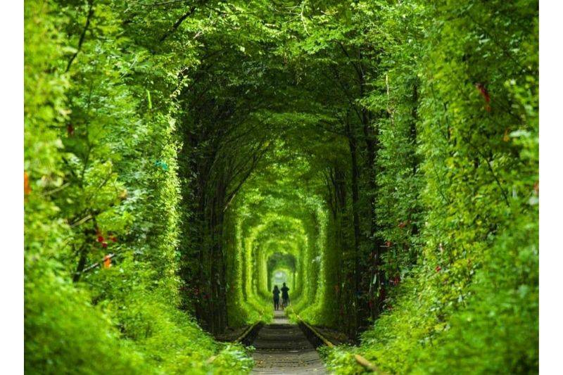 ukraine tunnel of love pathway