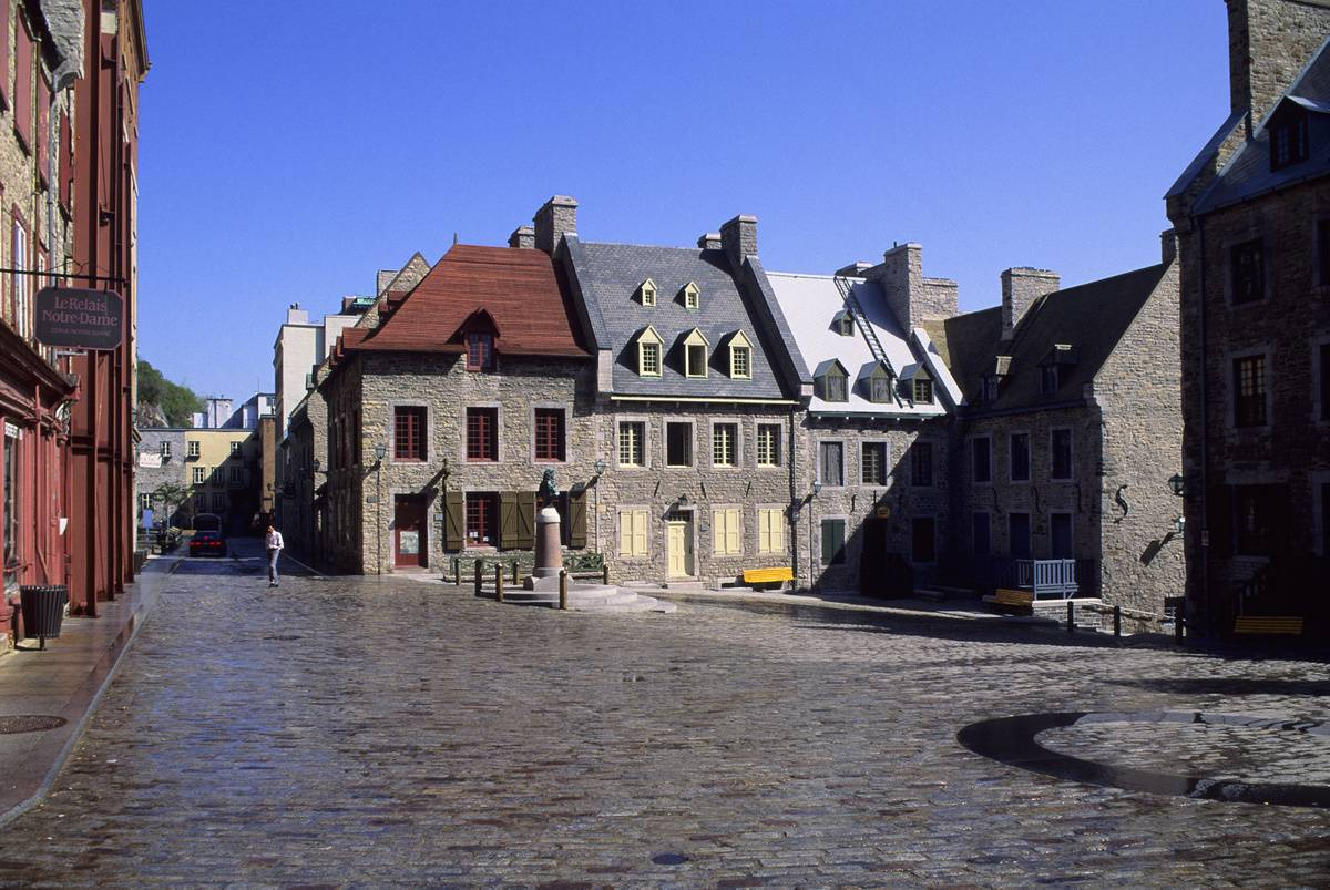 17th century European-style buildings with cobble stones around them