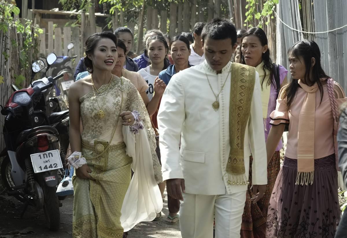 bride and groom in thai wedding