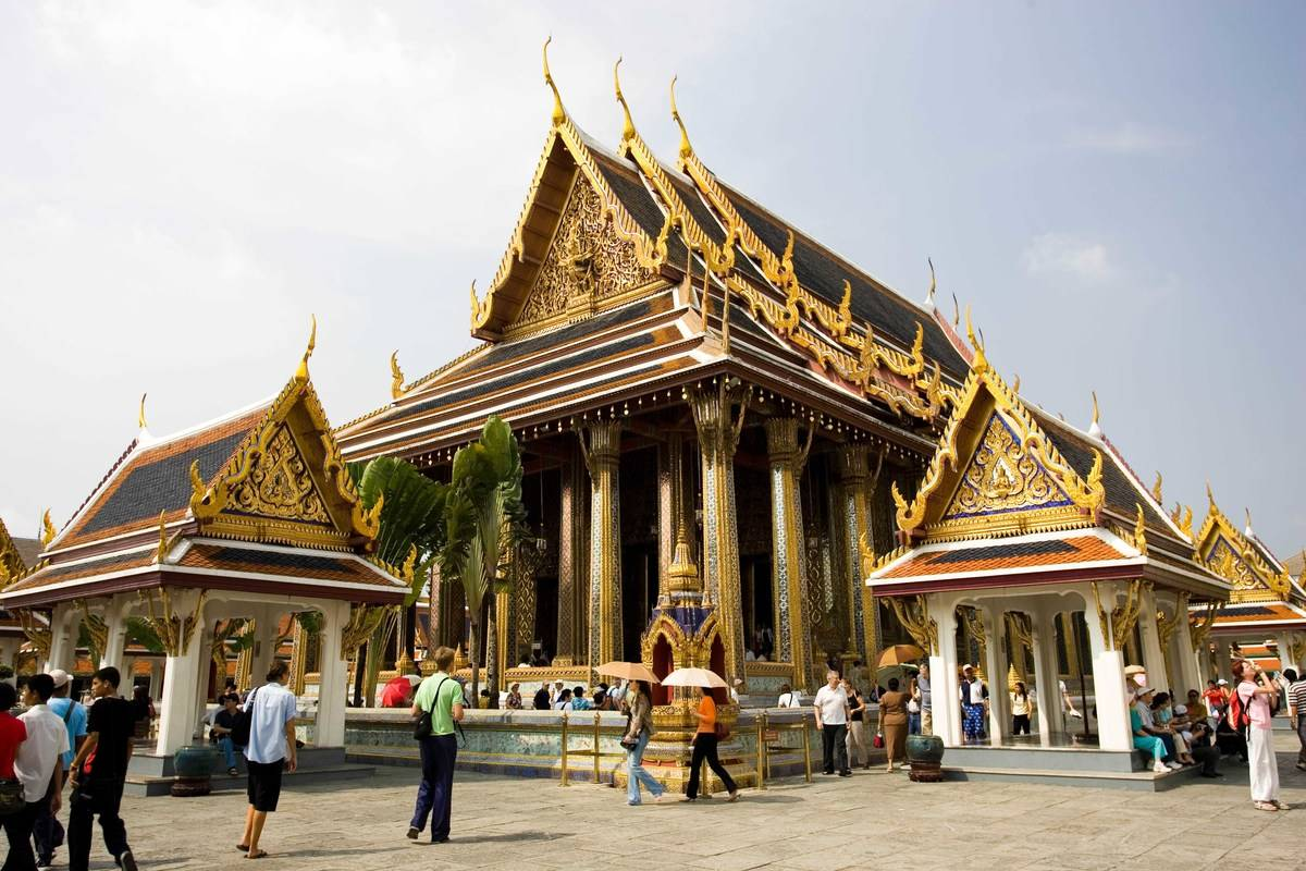 Tourists at Royal Temple of the Emerald Buddha,Wat Phra Keow