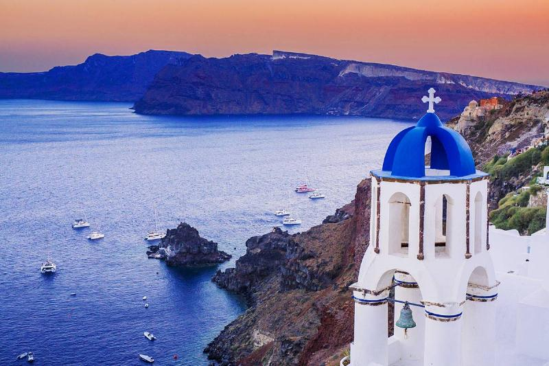A general view of the sunset in the picturesque village of Oia