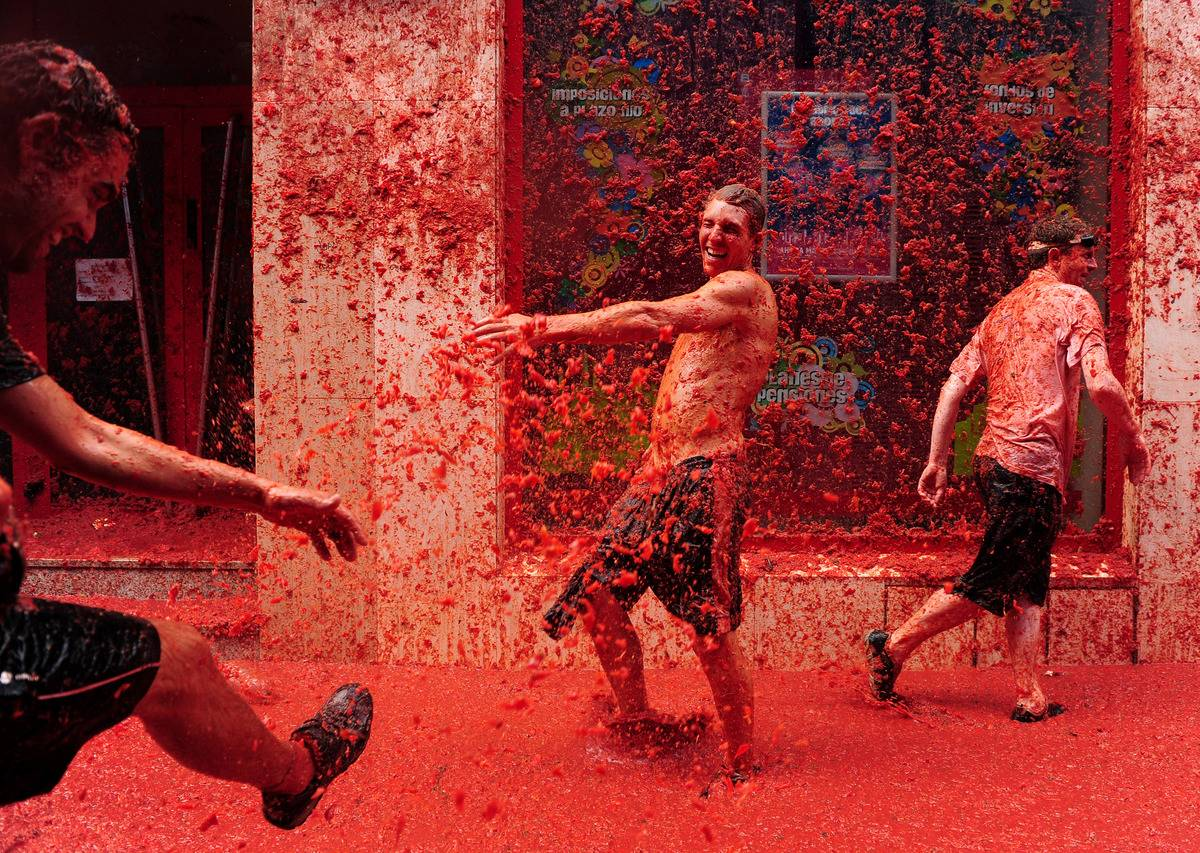 Revellers pelt each other with tomato pulp during the world's biggest tomato fight at La Tomatina