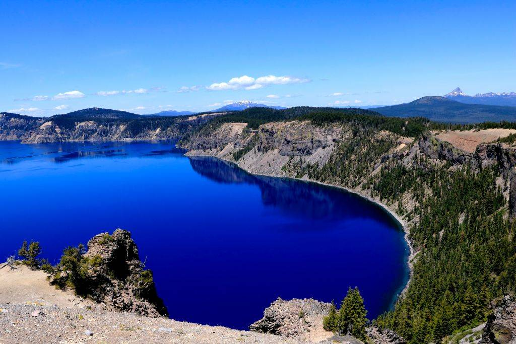 a blue lake near the cascade mountains of three sisters loop in oregon