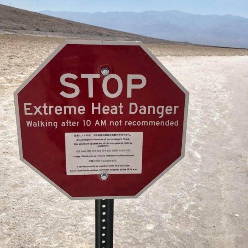 a sign warning you of extreme heat
