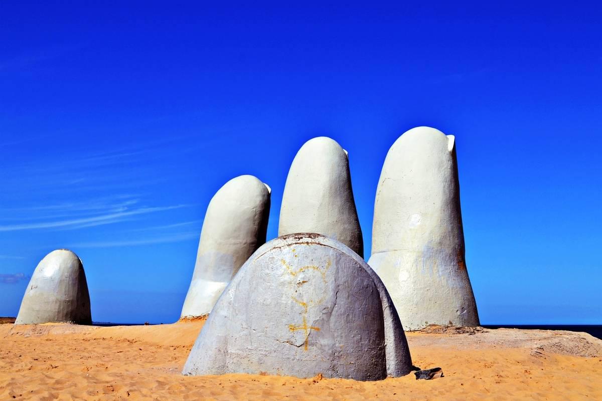 uruguay: la mano in punta del este