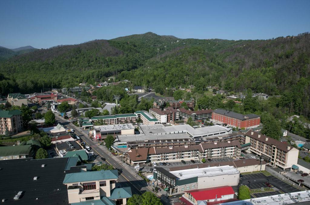 panoramic view of the buildings and green mountains in Gatlinburg, Tennessee