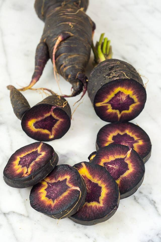 heirloom carrot has purple and yellow pattern in it when sliced