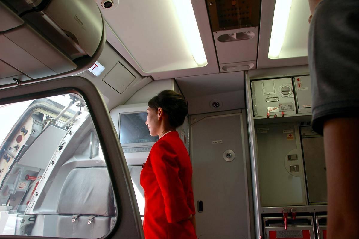 filght attendant greeting passengers