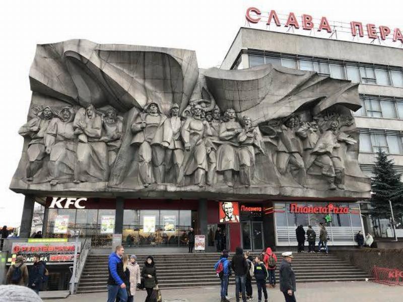 a soviet statue that's now a KFC