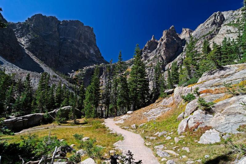 trail to emerald lake colorado