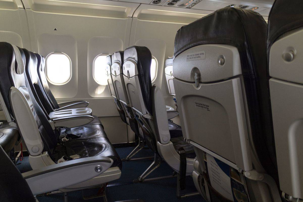 empty row of aircraft seats
