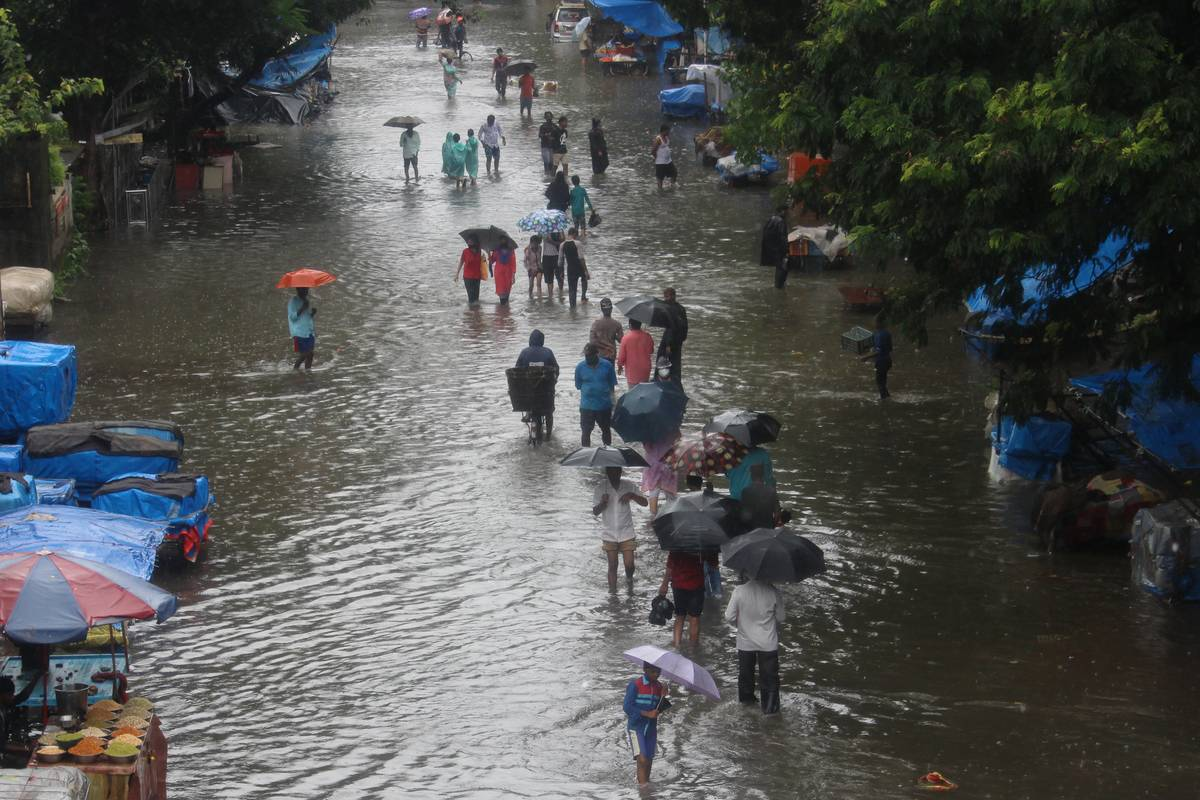 flooded road in mumbai after heavy rain august 2020