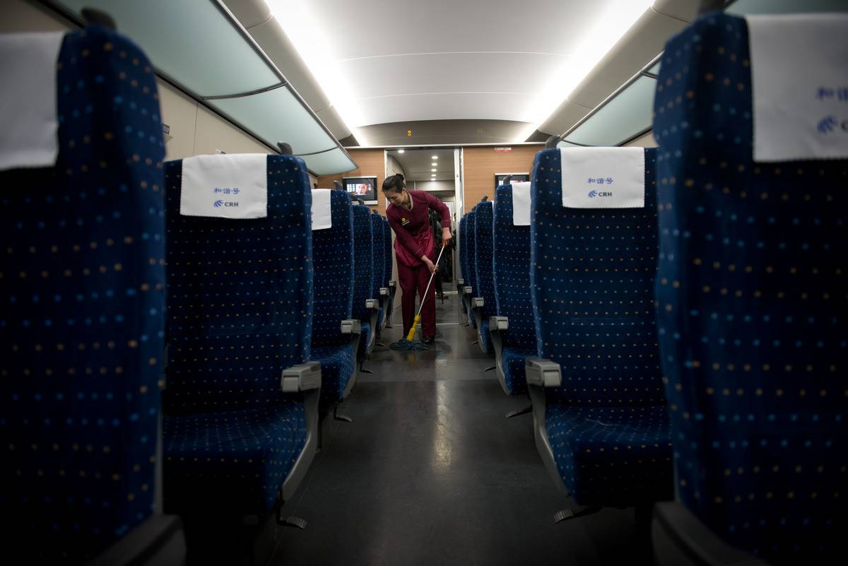 cleaning floor on high speed train