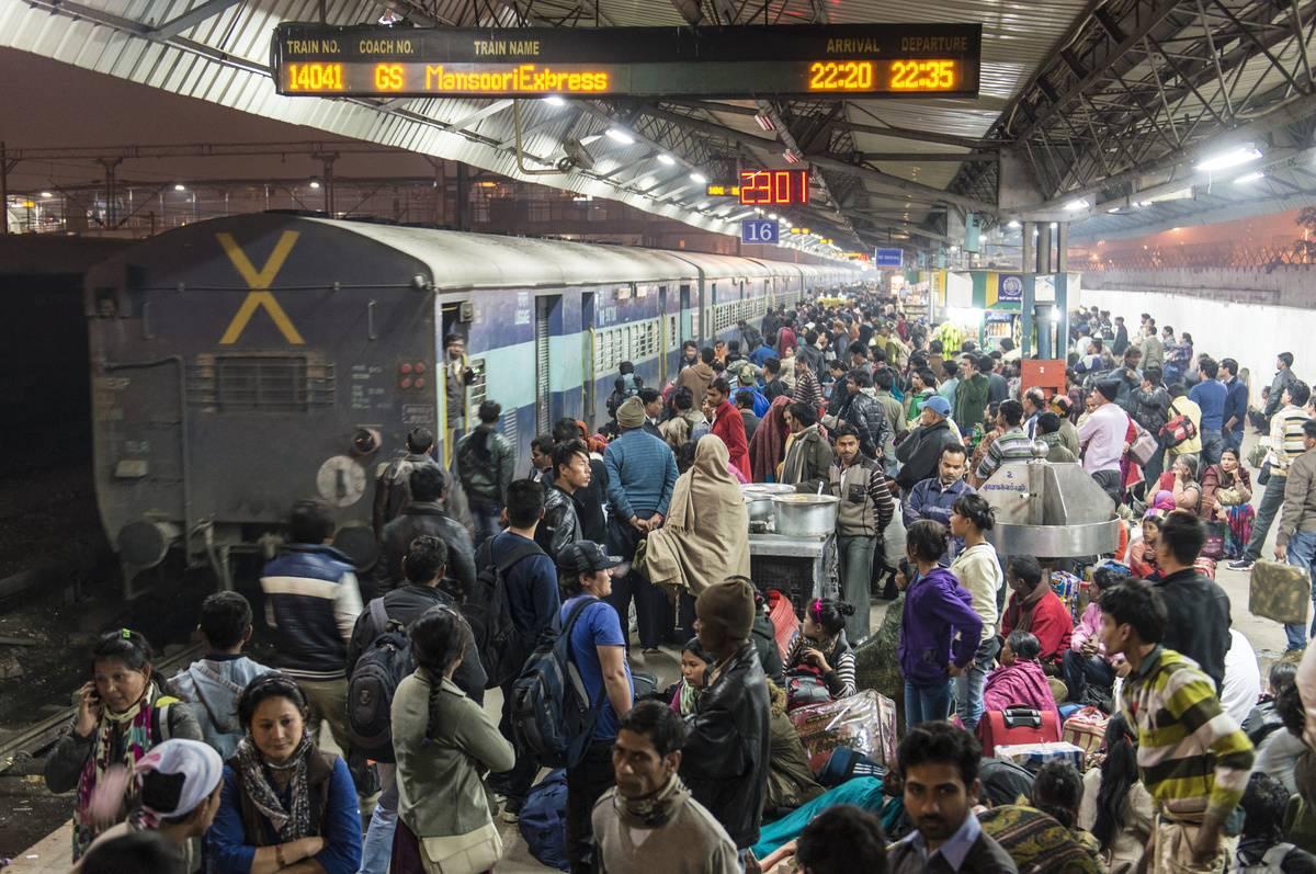 new delhi railway station crowded platform