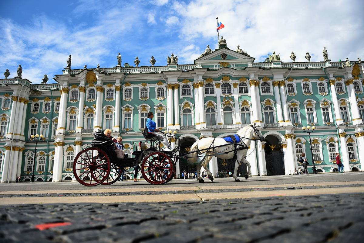 st petersburg russia palace square carriage ride
