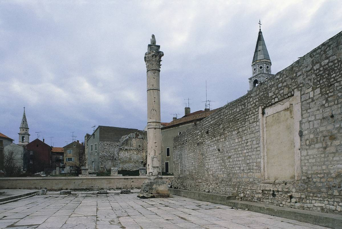 pillar of shame in zadar croatia