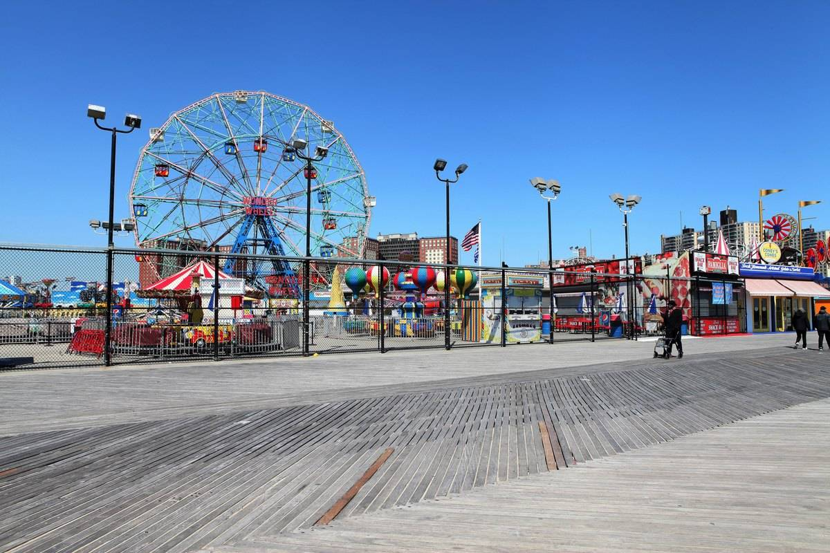 coney island boardwalk luna amusement park