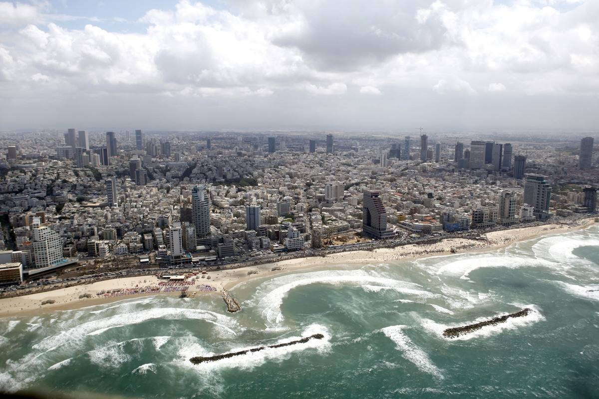 View from a plane to the Israeli city of Tel Aviv from the Mediterranean sea