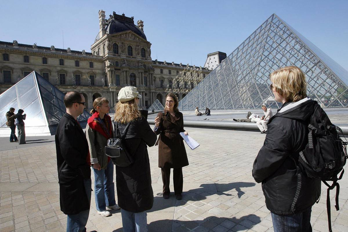 tourists at the louvre with guide