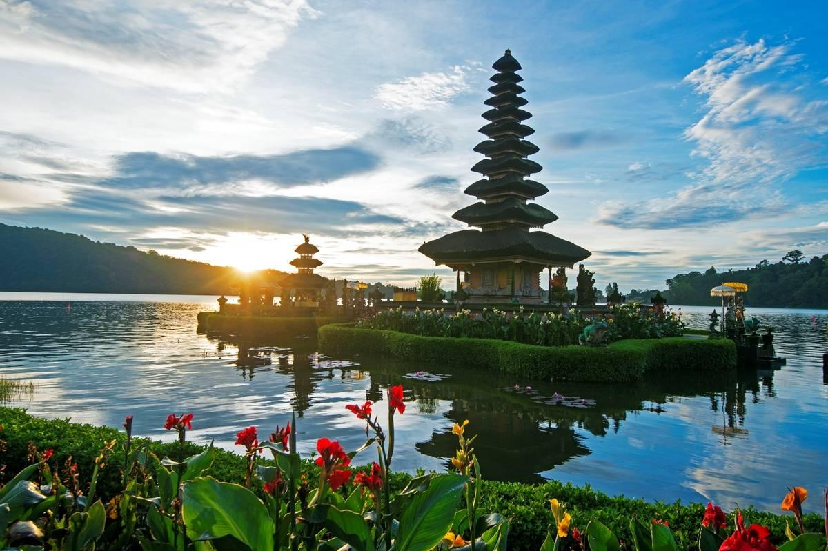 ulun danu temple bali indonesia