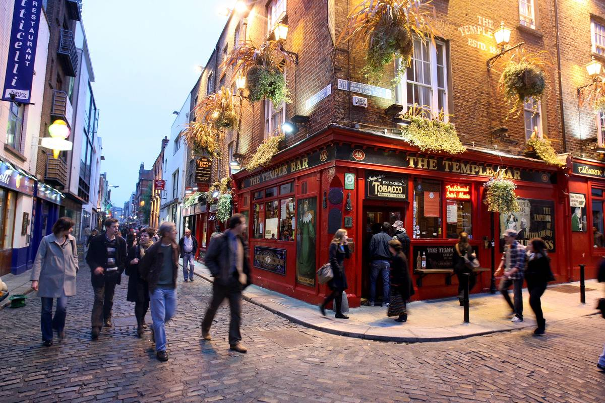 temple bar pub in dublin