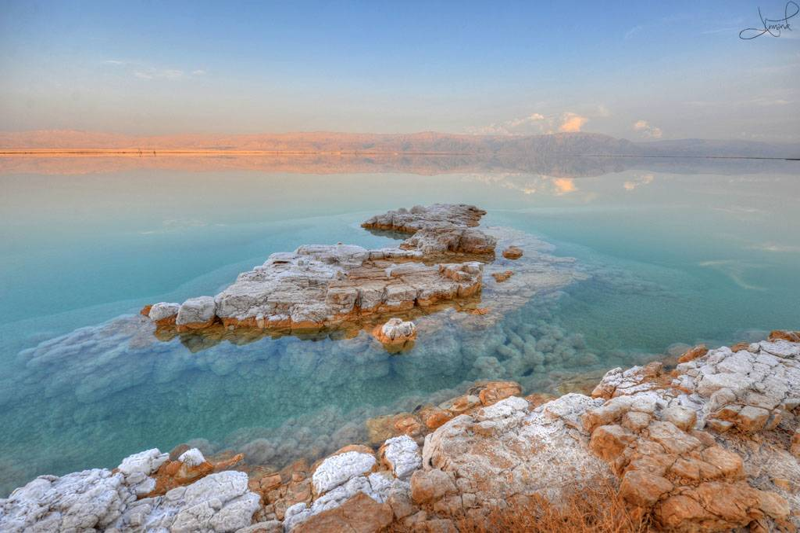 a picture of the dead sea