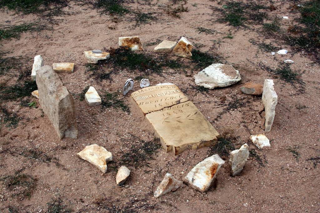 grave at old Bluffton Texas