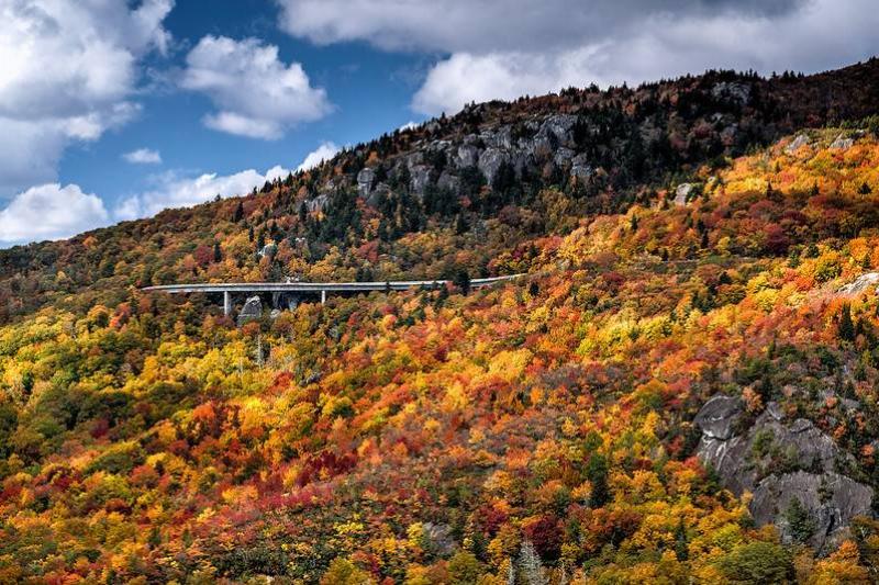linn cove viaduct north carolina