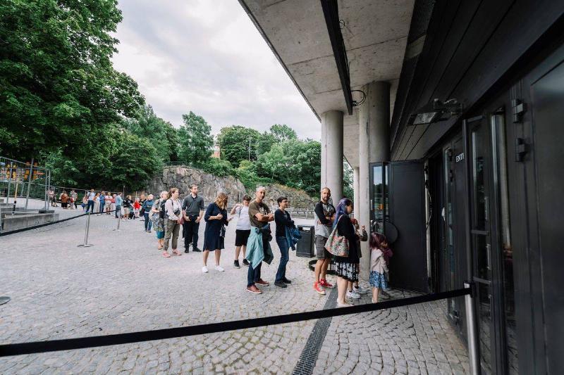 swedish people in queue vasa museum