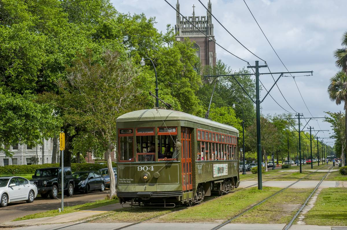 saint charles trolley new orleans