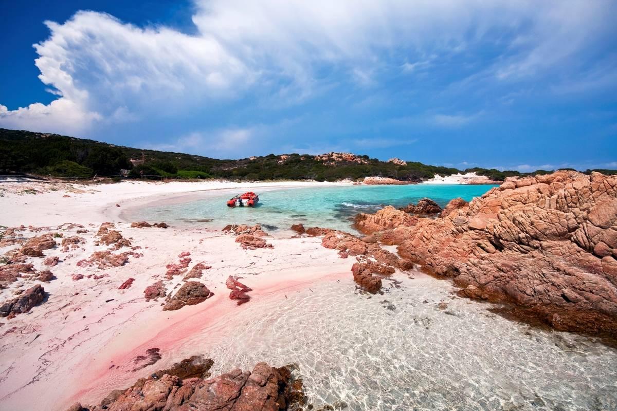 Cala di Roto bay. Spiaggia Rosa beach. Isola di Budelli island. archipelago della Maddalena. La Maddalena. Olbia Tempio. Sardinia. Italy. Europe.