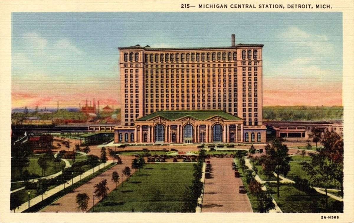 Postcard of Michigan Central Station in circa 1913 in Detroit, Michigan.