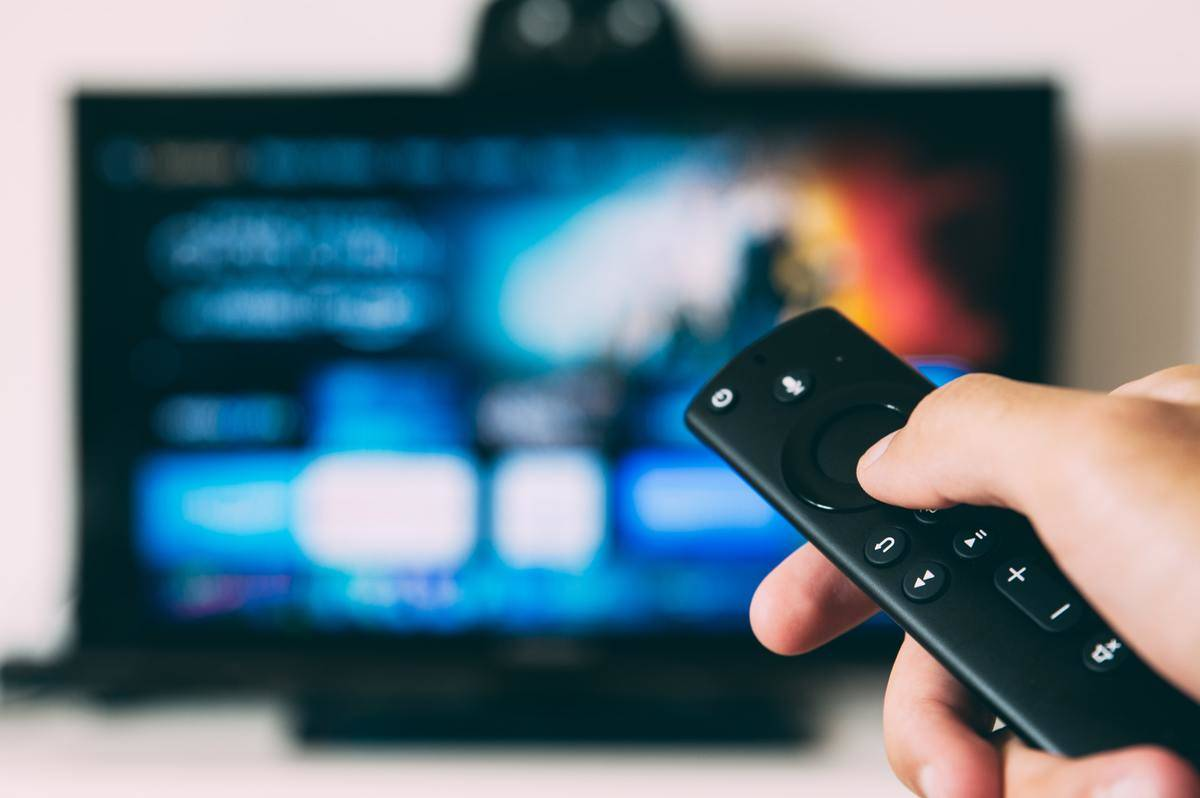 remote pointed at television